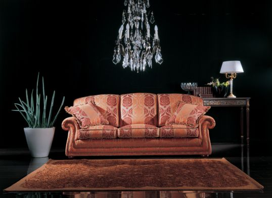 Arredamenti violi arredamenti di lusso mobili in stile for Divano queen